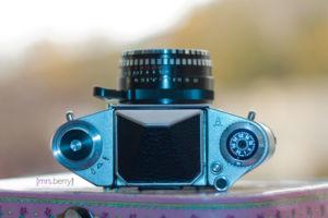 Exa1a - analoge Spiegelreflexkamera mit Schnellspannhebel
