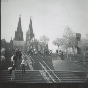Lomografie Cologne: Treppaufwärts zum Dom
