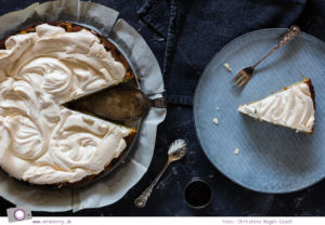 Rezept für schnellen Rhabarberkuchen mit Baiser - fruchtig & lecker
