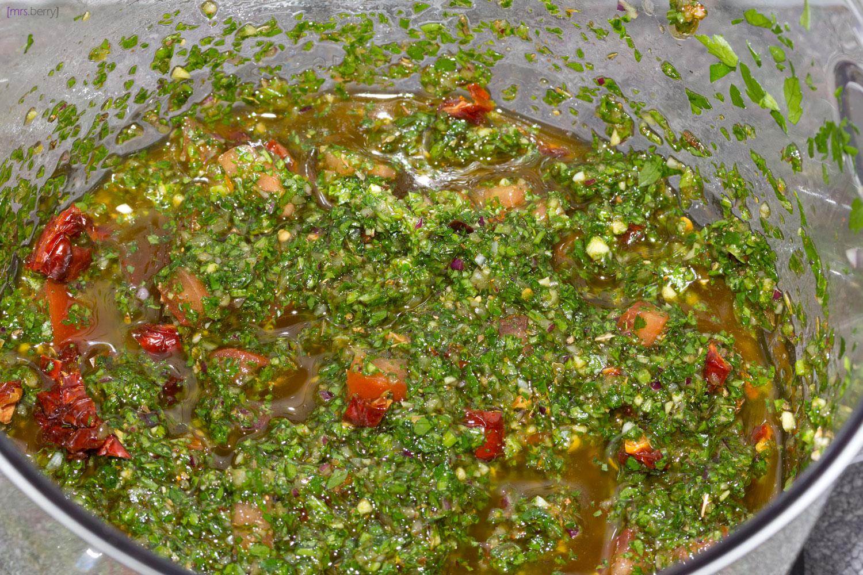 Chimichurri - ob als Dip oder Sauce, schneller und frischer geht es nicht