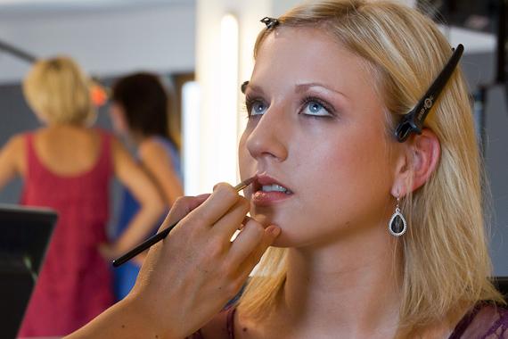 bts Gillette Venus Event: Gewinnerin Christina in der Maske