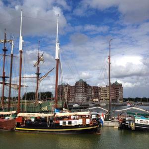 Der Batavia-Haven mit imposanten Segelschiffen