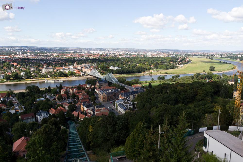 Dresdner Schwebebahn in Loschwitz - Elbtal mit Blauem Wunder und Waldschlößchenbrücke