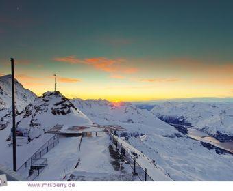 Sonnenuntergang hinter den Alpen - Blick vom Corvatsch