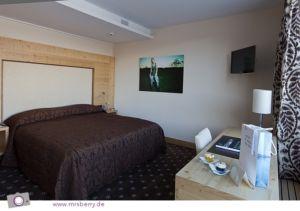 King-Size-Bett in der Junior Suite des Hotel Nira Alpina