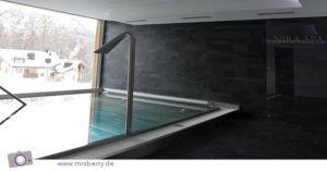 SPA im Hotel Nira Alpina - Pool mit Ausblick auf die Piste