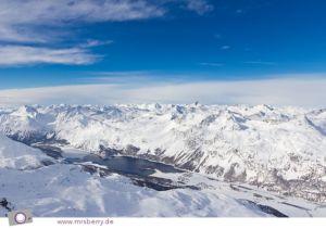 Corvatsch, auf 3303 Meter Höhe. Blick ins Tal auf Silvaplana.