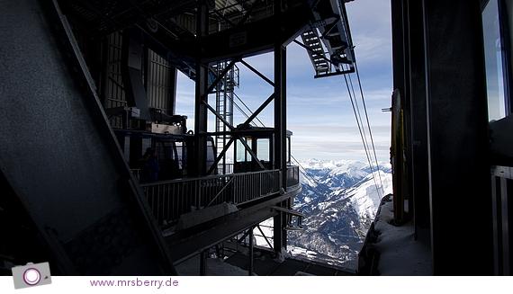 Blick von der Zugspitze - TOP OF GERMANY - Bergstation der Tiroler Zugspitzbahn