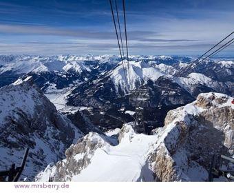 Blick von der Zugspitze - TOP OF GERMANY - Talfahrt mit der Tiroler Zugspitzbahn