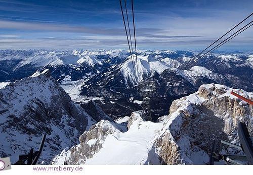Die Zugspitze und das Gipfelpanorama vom höchsten Berg Deutschlands