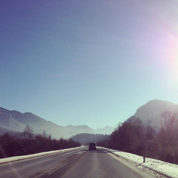 Hinter dem Grenztunnel Deutschland - Österreich, auf dem Weg in die Tiroler Alpen