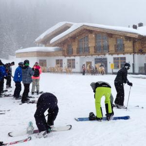 Hier trennt sich die Spreu vom Weizen. Ski anschnallen oder laufen?