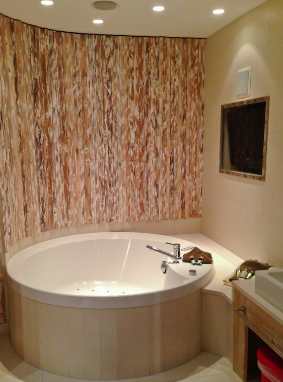 Wellness-Oase mit Whirlwanne im Leading Family Hotel & Resort ALPENROSE