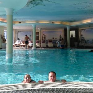 Schwimmbad im Leading Family Hotel & Resort ALPENROSE