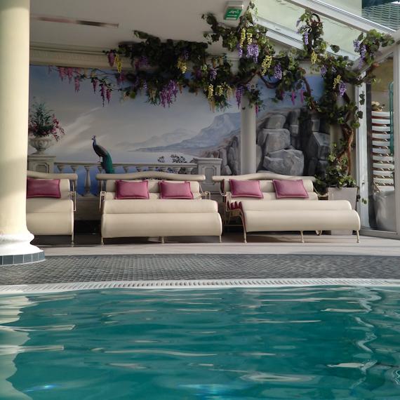Relax-Liegen im Schwimmbad