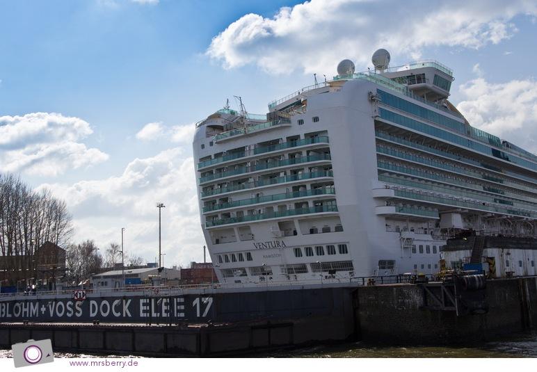 Hamburg - Hafenrundfahrt - Ventura im Blohm & Voss Dock