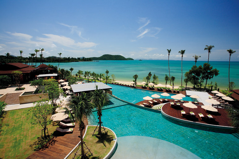 Radisson-Blu-Plaza-Resort-Phuket-Panwa-Beach-Seaside-Pool-09_PHTH_772px