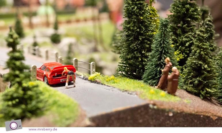 Miniaturwunderland in Hamburg - lüsternen Mönche erspähen den weißen Schlüpper