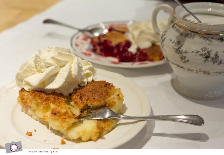 Berühmter Apfelkuchen vom Blech im Petit Café in Hamburg.