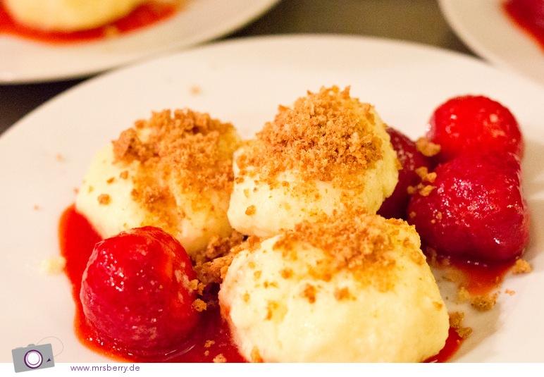 Kochen im Koch Kontor, das Dessert: Vanille-Grießknödel mit marinierten Erdbeeren