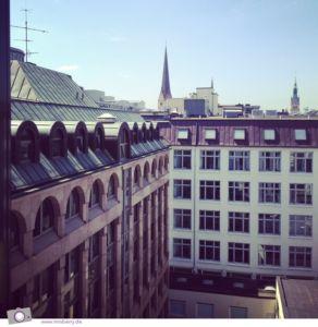 Aussicht aus meinem Hotelzimmer in der 7. Etage - mit Blick auf die Dächer der Stadt.