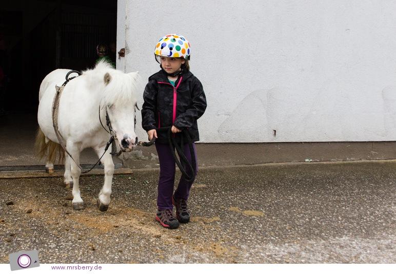 Robinson Club Ampflwang: Reiten - Shetland Pony