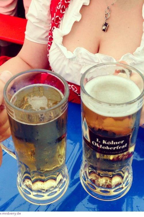 Das 1. Kölner Oktoberfest 2013 – von Dirndln, Lederhosn und feschn Wadln