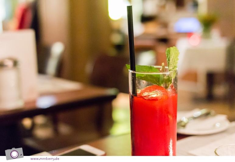 Köln: Restaurant Spitz - hausgemachter Johannisbeer Eistee