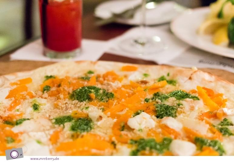 Köln: Restaurant Spitz - Flammkuchen mit Muskatkürbis