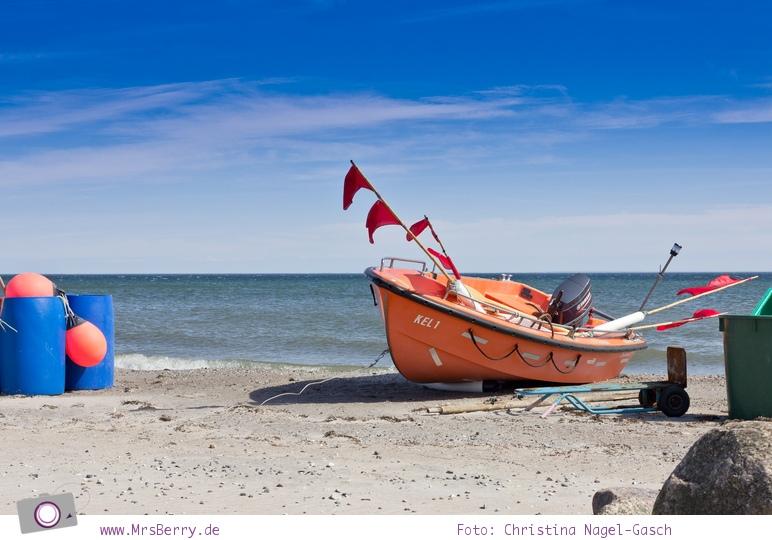MrsBerry Jahresrückblick 2013: altes Fischerboot am Strand von Kellenhusen