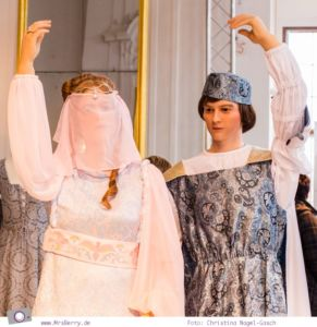 Drei Haselnüsse für Aschenbrödel: Aschenbrödel und der Prinz auf dem Ball