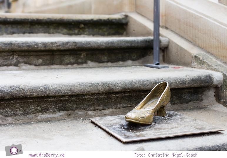 Drei Haselnüsse für Aschenbrödel:  der verlorene Schuh nach dem Ball