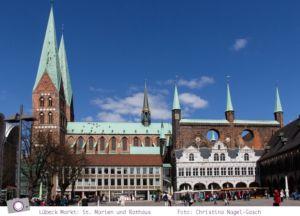 Lübecker Markt mit Marienkirche und Rathaus