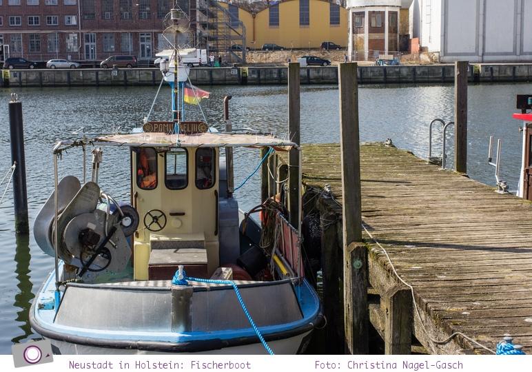 Neustadt in Holstein: kleines Fischerboot - immer noch in Aktion
