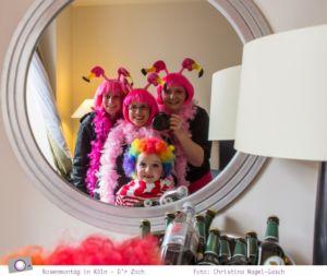 Karneval - der Rosenmontagszug in Köln 2014: Selfie