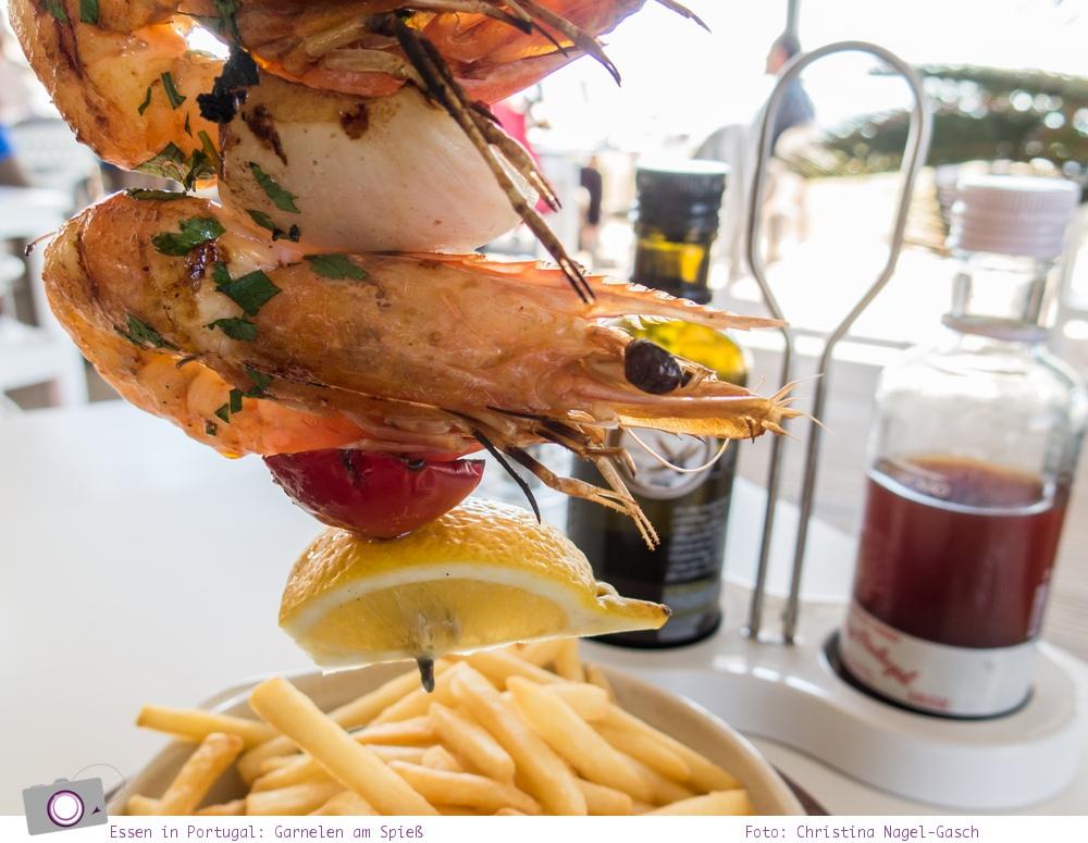 Essen in Portugal: fangfrische Garnelen am Spieß
