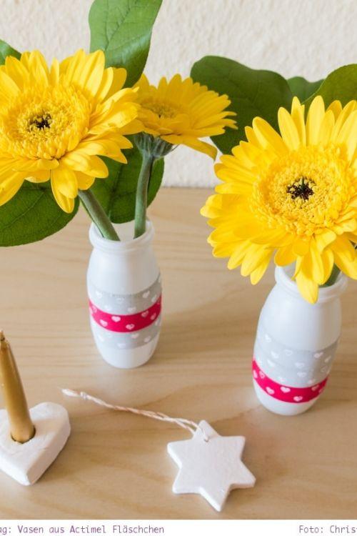 Basteln zum Muttertag: Actimel Vasen und Herzen