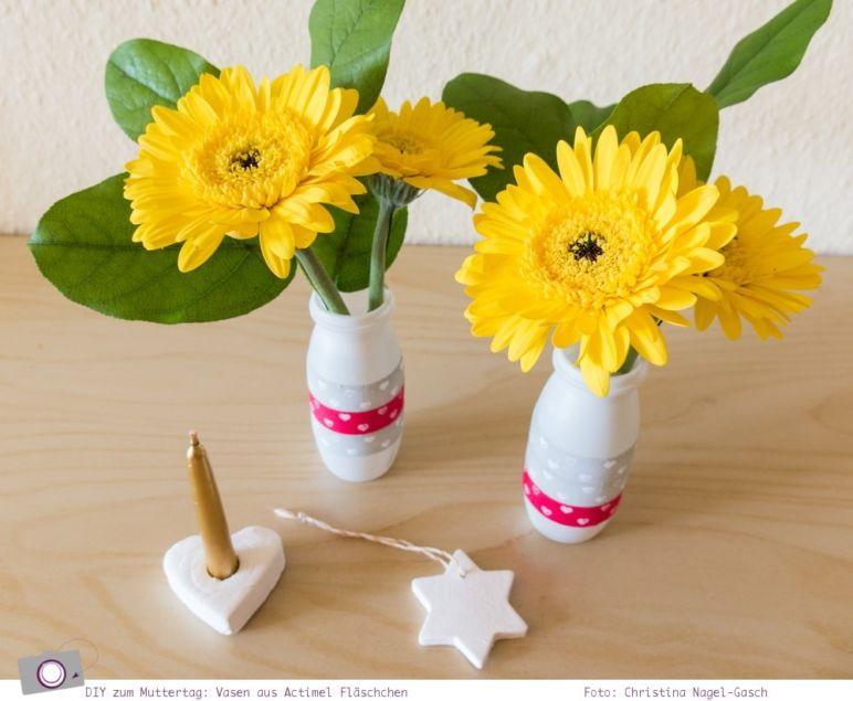 Basteln zum Muttertag: Actimel Vasen