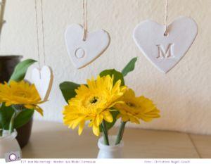 Basteln zum Muttertag: Herzen aus Modelliermasse