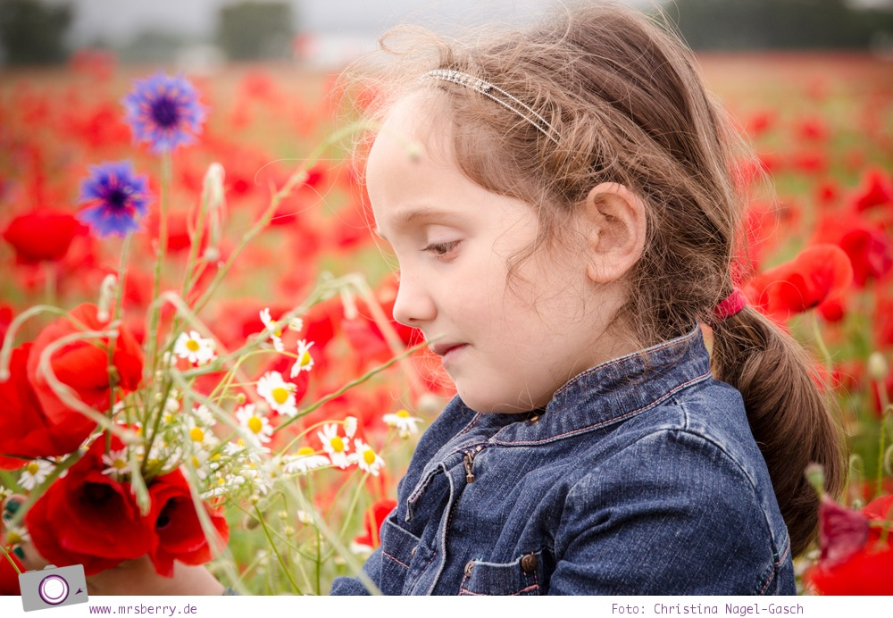 Kinderfotografie im Mohnblumenfeld