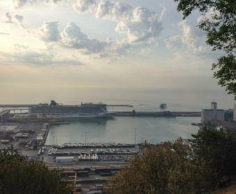 Mittelmeer Kreuzfahrt mit der Norwegian Epic - im Hafen von Barcelona