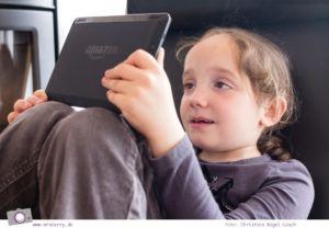 Kind mit Kindle
