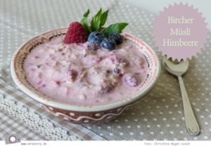 Rezept hausgemachtes Bircher Müsli mit Himbeeren