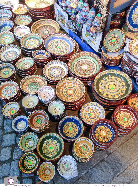 Souvenir aus Bulgarien: traditionelle bulgarische Keramik und Töpferwaren