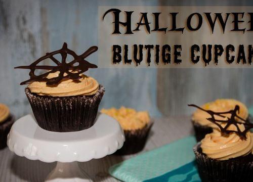 Halloween Cupcakes mit blutiger Füllung