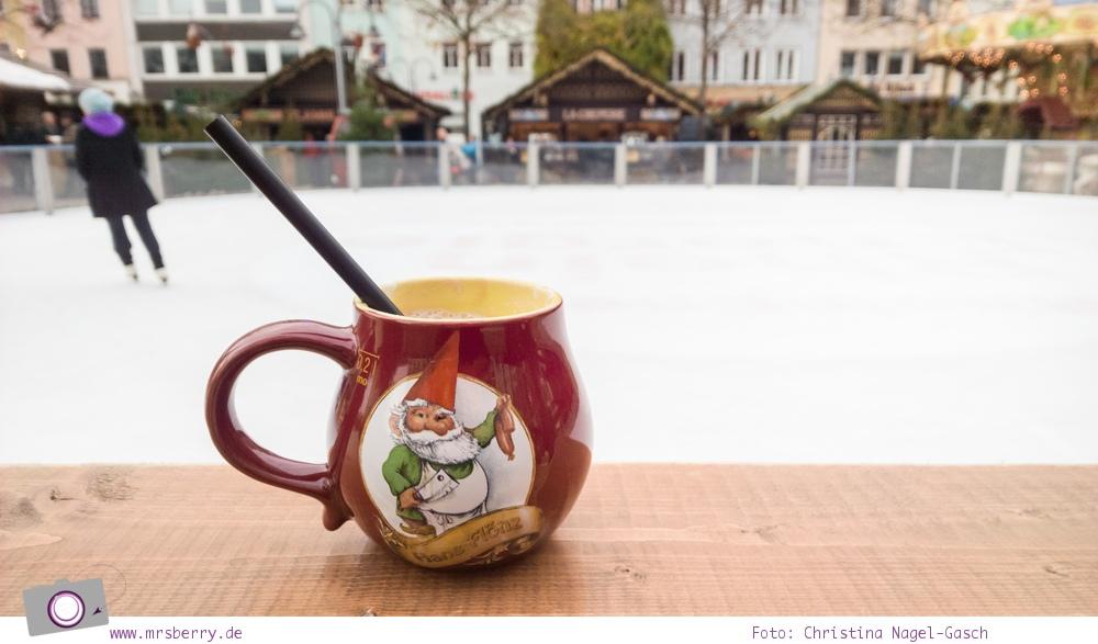 Eislaufen auf dem Weihnachtsmarkt in der Kölner Altstadt - eine heiße Schokolade zum Aufwärmen