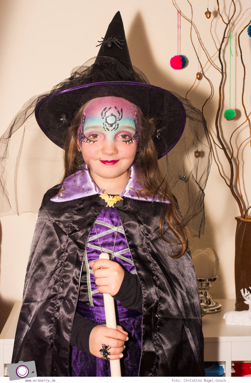 Kinderschminken für Karneval: eine schöne und hübsche Hexe schminken