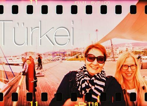Eine türkische Tüte Analoges – mit antiker Stadt, lila Wolken und türkischem Basar