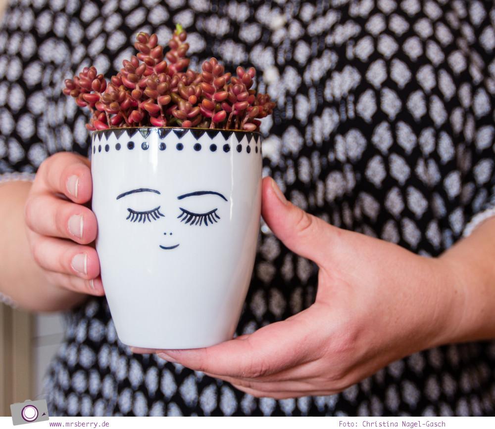 Last Minute Geschenktipp: Porzellan selbst bemalen und mit Sukkulenten bepflanzen.