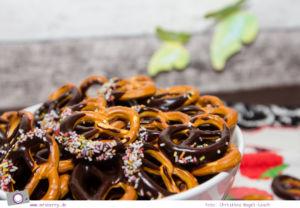 Sweet Table - 5 tolle Rezepte zum Kindergeburtstag: Salzbrezeln mit Schokolade